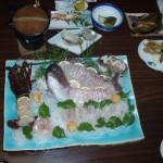 航海中の楽しみの一つは地元の新鮮な魚料理