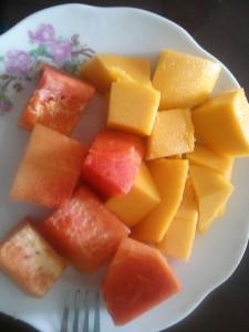 デザートのマンゴーとパパイヤ