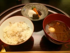 シメジご飯と味噌汁