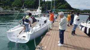翌朝、保田を出航する参加艇