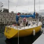 レースチーム艇、出港前準備中