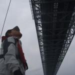 13.鳴門大橋の下を通過